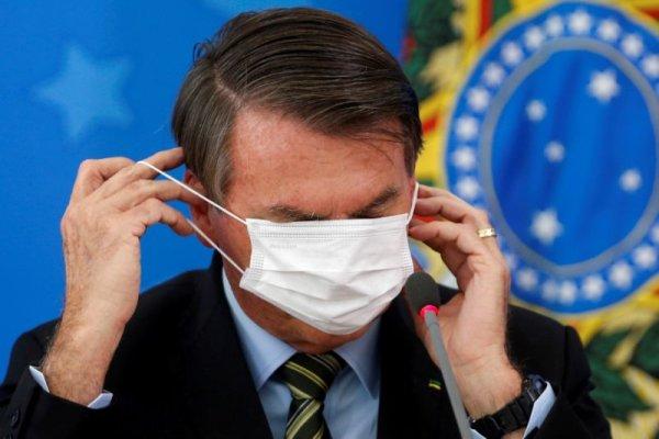 Após tanto descaso, piadas e negacionismo, Bolsonaro apresenta sintomas de Covid