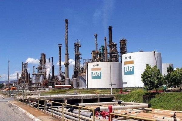 Petroleiro se suicidou em refinaria e Petrobras esconde documentos, denuncia Sindicato