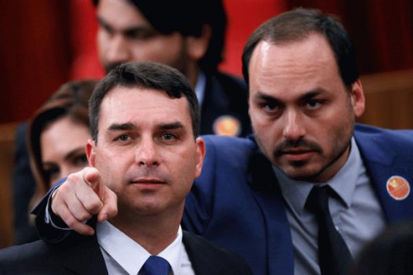 Rachadona: Carlos e Flávio receberam de Bolsonaro assessores que sacaram 90% dos salários