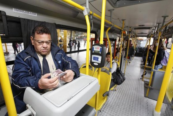 Ônibus sem cobradores já circulam em São Paulo. Qual é a importância de sua função social?
