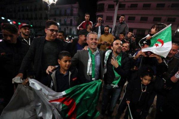 Bouteflika renunciou ao cargo de presidente da Argélia após mobilizações massivas