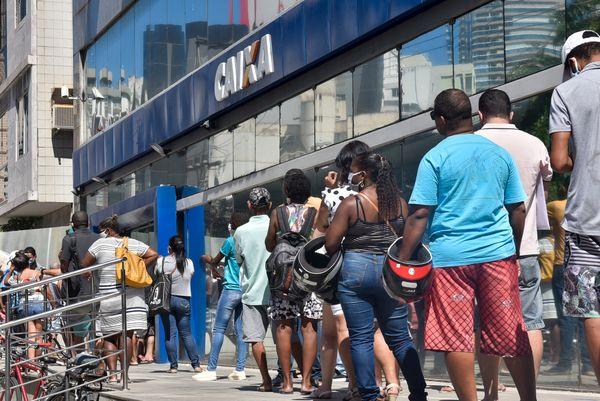 87% dos brasileiros afirmam que auxílio emergencial é insuficiente, segundo Datafolha