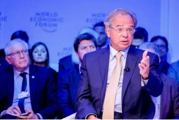 Em Davos para vender o país, Guedes anuncia abertura das compras do governo para estrangeiros