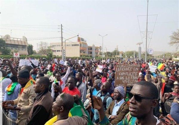 Manifestantes no Mali demandam a evacuação de tropas francesas