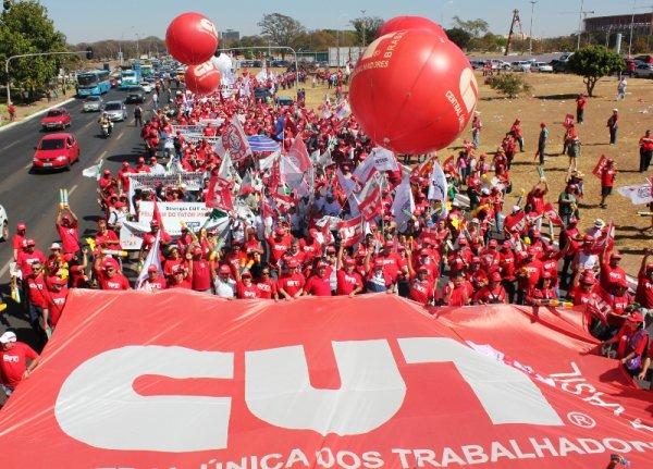 CUT deixa a luta contra o golpe para julho
