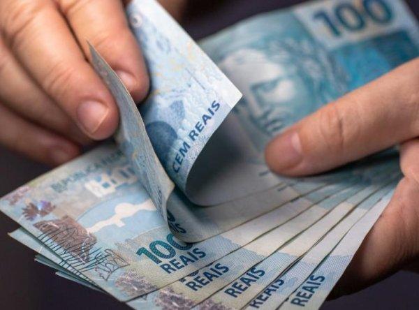 Congresso quer salário mínimo de R$1.040 para 2020. Salário dos parlamentares é de R$33.763