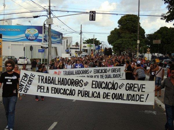 Paraíba: 15M paralisa os Correios e inicia greve dos professores estaduais