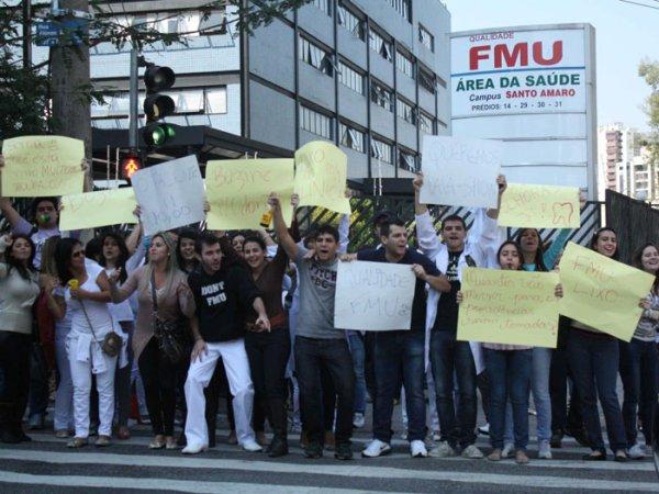 """Depoimento de aluno da FMU: """"Me arrependi de ter me matriculado nessa instituição"""""""