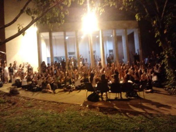 Estudantes da FE da Unicamp exigem da UNE um plano de luta contra os ataques de Bolsonaro