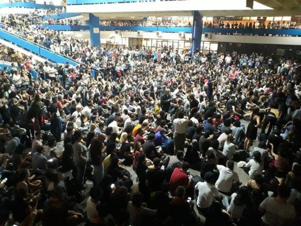 Para Bolsonaro universidade é dinheiro jogado fora: que a UNE organize milhares de comitês