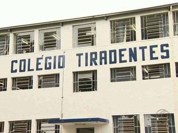 Absurdo: professora do Colégio Tiradentes do MG é demitida por perseguição ideológica