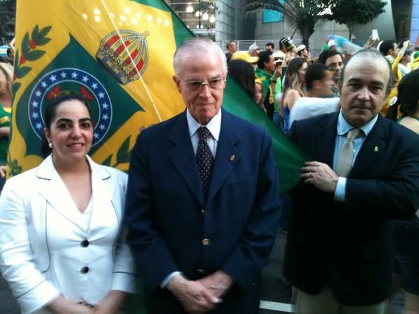 'Deus é brasileiro e vai nos ajudar com a volta da monarquia', diz príncipe em Encontro lunático no ABC