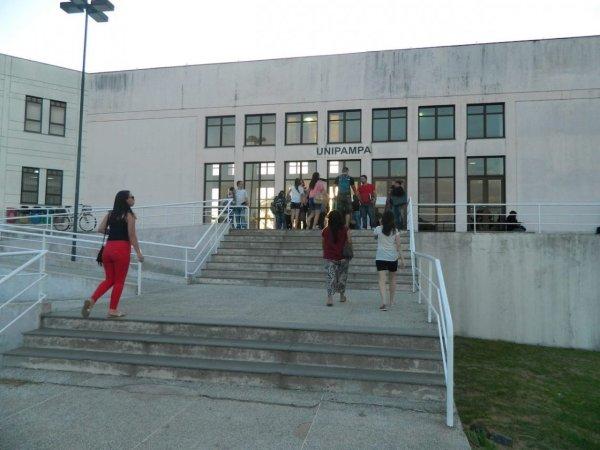 Estudantes da Unipampa paralisam aulas pela abertura das planilhas orçamentárias
