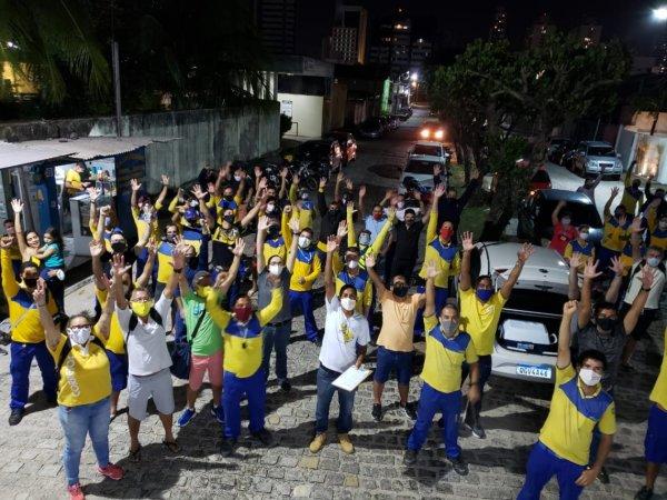 Com metade das agências paradas, ecetistas de Natal inauguram greve com forte ato