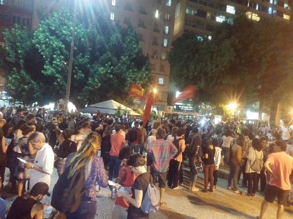 Manifestação denuncia as UPPs na frente do Palácio do Governo