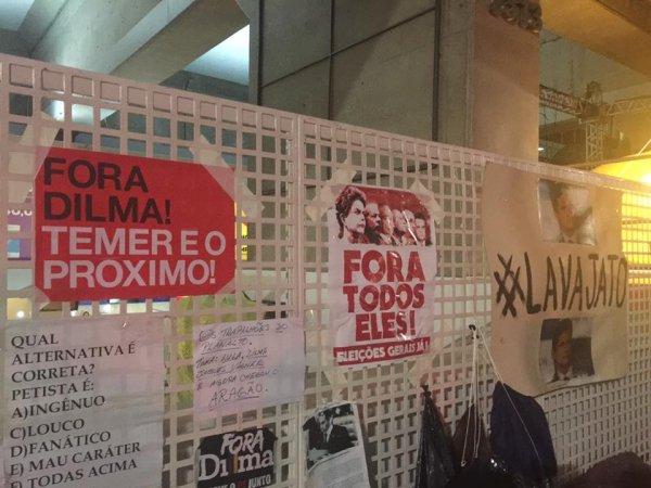 Acampados da FIESP concordam com cartazes da esquerda 'Eleições gerais'