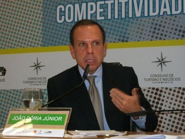 Empresário de direita João Dória vence e abre espaço a fortalecimento do PSDB