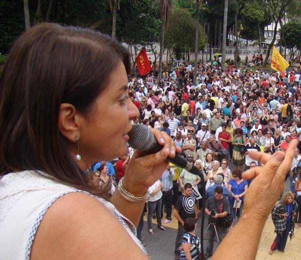 A direção petista da Apeoesp silencia os comandos de greve