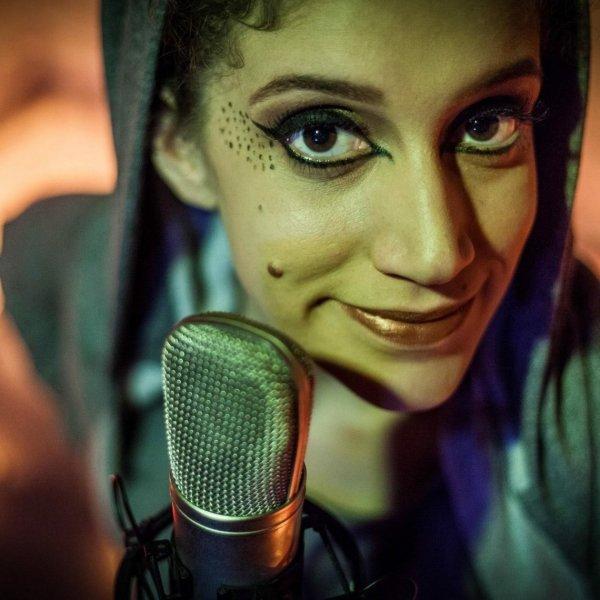 Poesia contemporânea: a coragem feminista de Sangria, de Luiza Romão